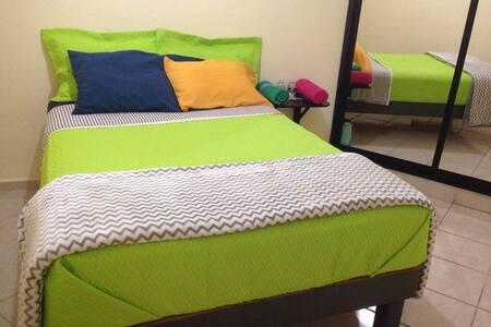 Habitación a dos pasos de la Madero! - León - Appartement