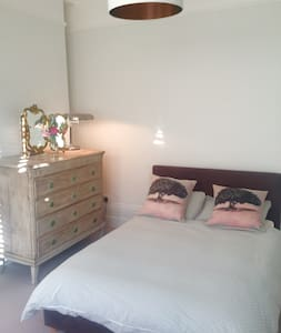 Double room in Edwardian House near Henley centre - Henley-on-Thames - Rumah