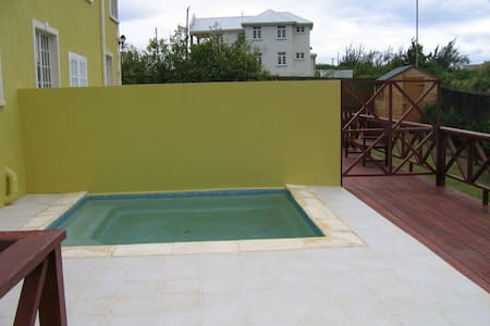 2 Bedroom TownHouse with Pool/Wifi & A/C - Adosado