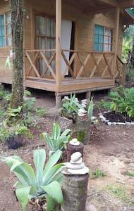 Bungalow a 17 km norte de Cahuita - Bungaló