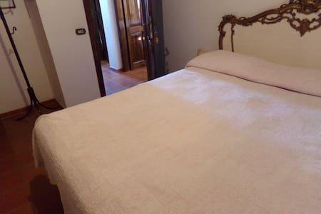 Appartamento 5 posti con bagno - Misano Monte - Villa