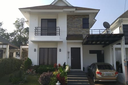 Tagaytay 4BR house with garden - House
