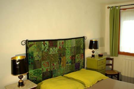 "Le Fournat Chambre ""vert anis"" - Val-Maravel - Bed & Breakfast"