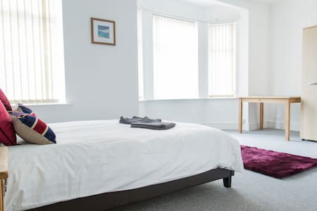 Large double bedroom with en-suite in Chorlton! - Manchester