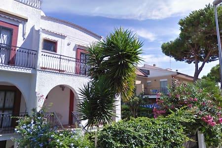Villa Nelly e il suo giardino - Villa