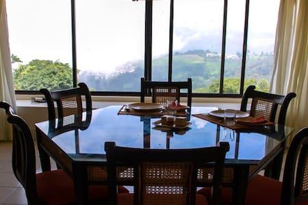 Camellia Heights Apartment 1 - Oda + Kahvaltı