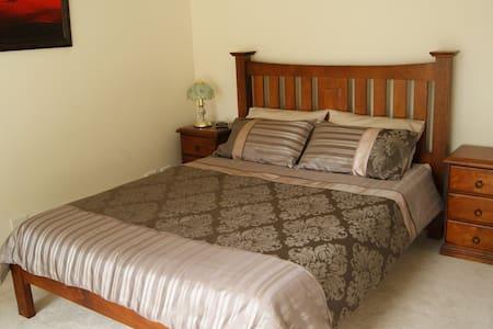 Birdswood Retreat Bed & Breakfast - The Gold Room - Oda + Kahvaltı