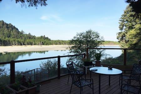 Salmon River Estuary Retreat - Otis - Rumah