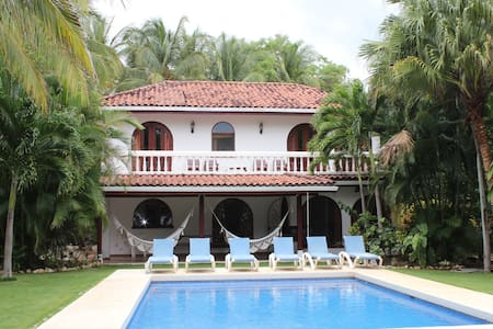 Casa Dorado, Lux Beachfront w/ pool