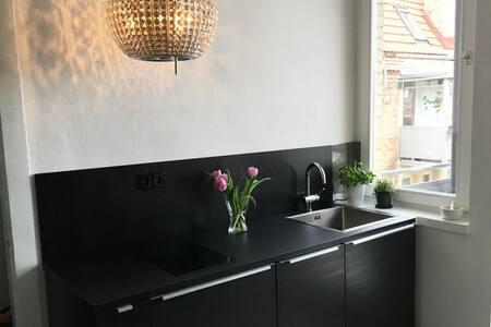 Moderner zentraler Altbau mit Blick - Appartement