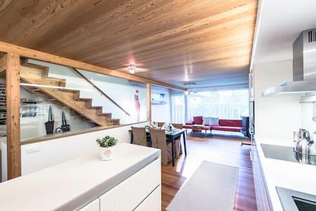 Architekten Holzhaus mit Garten u. Balkon - Ház