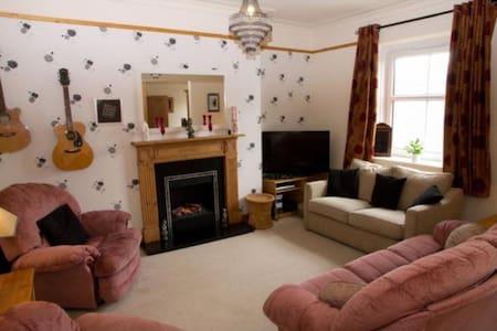 Lovely Big Room, Sleeps up to 3 :)