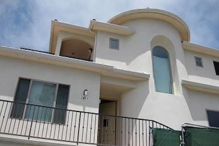 Beach Living Bed & Breakfast - Redondo Beach - Bed & Breakfast