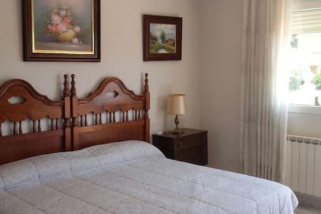 Habitaciones familiares  tranquilas y apacibles - Haus
