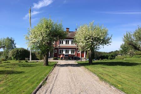 Villa Lerbo - Katrineholm Ö - House