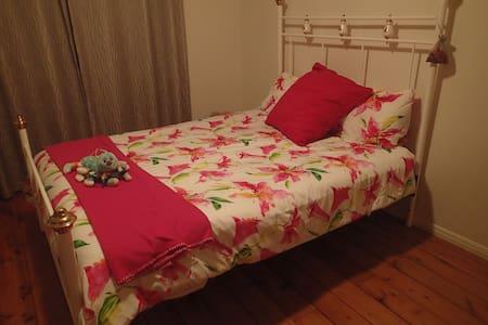 Handy Hawthorne - Bed & Breakfast