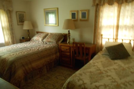 Teacher Has Furnished Rooms  - Pittsford - House