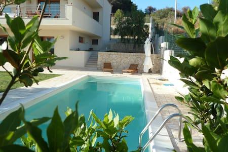 appartamento in villa con piscina - Apartment
