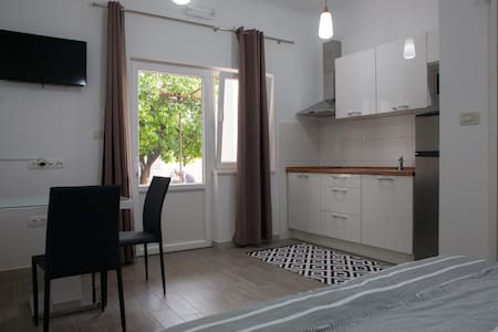 Cozy Studio 100 m from the sea, A 2 - Apartament