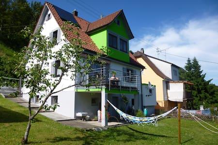 Zimmer m. Garten und Neckartalblick - Haus