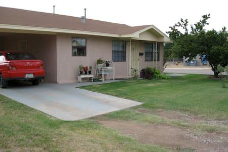 Carolyn's Cottage - Tularosa - Haus