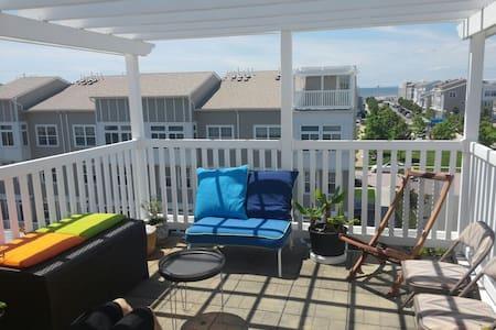 Cozy Loft Overlooking Beach - arverne - Haus