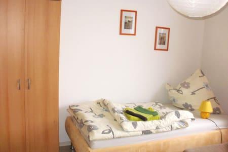 Gemütliches Zimmer für 20€ pro P. - Daire