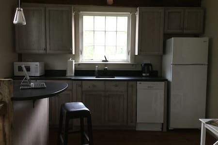 Loft carriage barn apartment off Dock Square - Flat