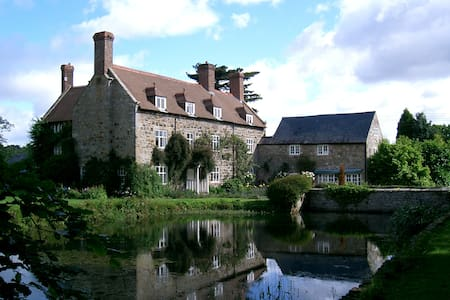 A Grade II* spacious country house - Chirk - House
