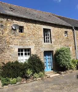 3 Double Bed cottage in Brittany - House