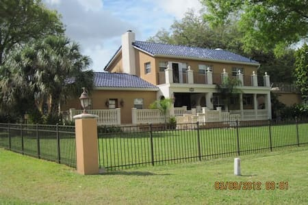 Beautiful Spanish Mediterranean home  on 1 acre Park-like setting with Hillsborough River access 5 minutes from Downtown Tampa, Raymond James Stadium, 30 minutes from world famous beaches in exclusive private subdivision. Boat with captain available
