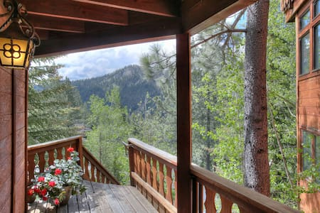 Recently remodeled, this studio is at the end of a quiet cul d' sac & backs to National Forest. There are a lot of stairs (50) to climb, but views are worth it & the space is serene. 5 minute walk to the Village at Squaw shops, restaurants and events