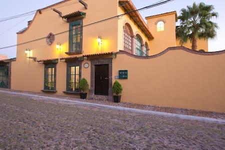 Casa Sorrento, Agua 5, Apartment D