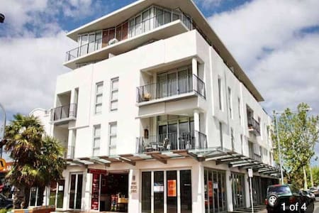 Modern bayside apartment in Elwood - Daire