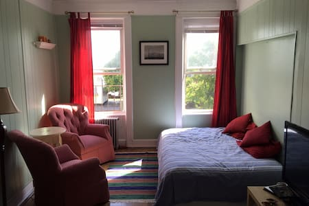 Great room for $55 in Brooklyn!!!!