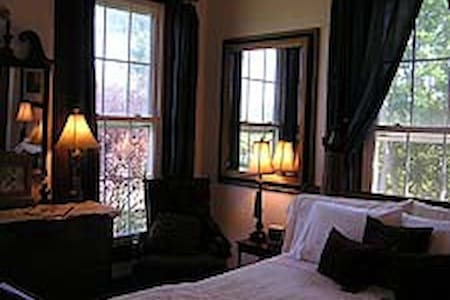 Queen Room in Bed & Breakfast - Southold
