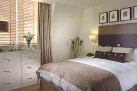 LA Gorgeous Bedroom