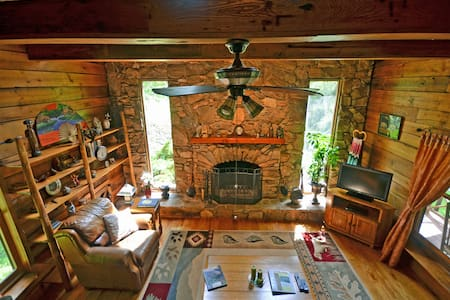Cherokee Creekside Cabin w/ view - 小屋