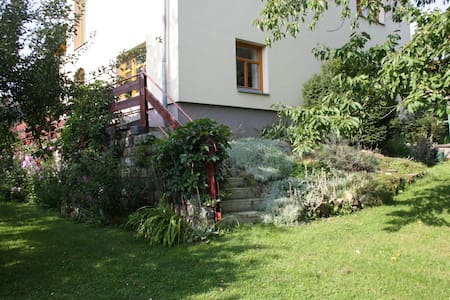 Apartment & pottery in nature near Prague - Všestary - Lejlighed