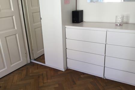 Zimmer in der Stadt - Apartamento