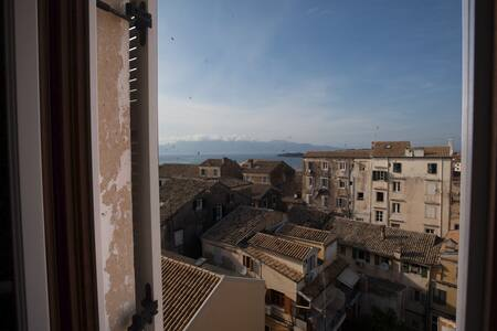 Architect Old Town Flat w/ Sea View