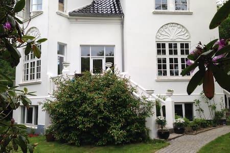 Patriciavilla i Hans Broghes Bakker - Villa