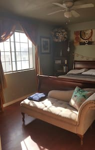 #2 warm and welcoming private room - Long Beach