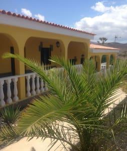 Lovely comfortableVilla with garden - La Lajita, Fuerteventura - Villa