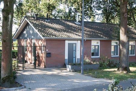 Mooie slaapkamer in landelijke B&B, breda (Galder) - Breda