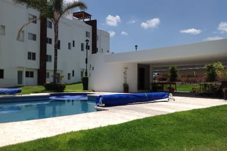 Cool house with pool in Juriquilla - Ev