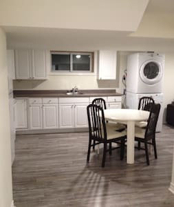 This new basement apartment in a quiet neighbourhood, 12 minutes from Parliament Hill, minutes from Ottawa Hospital, General campus. Fully equipped kitchen with all appliances, private entrance and free parking.