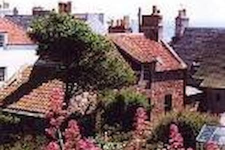 WEST SHORE, ST MONANS - Sleeps 6-PET FRIENDLY - House