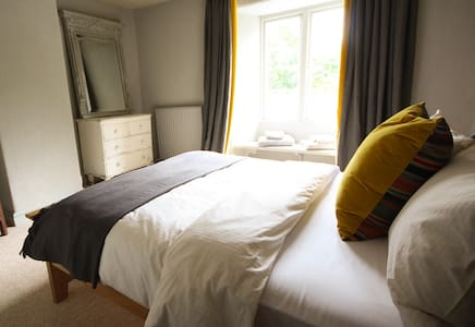 The Culm Valley Inn, dog friendly double no.4 - Bed & Breakfast