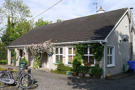 Cosy en suite rooms Strandhill 1of2 - House